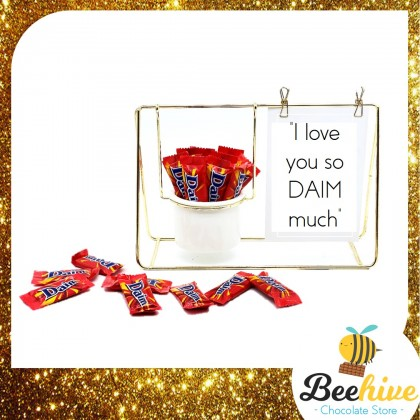 Beehive Chocolate Love Quotes Desk Decoration with Daim Valentine Gift Set